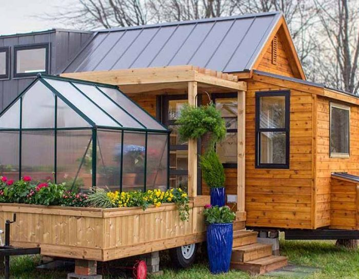 What Makes Up the Greenhouse Structure?